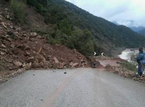 Αιτωλοακαρνανία: Έκλεισε δρόμος λόγω κατολίσθησης [pics]