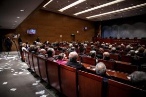 Ρουβίκωνας: Η στιγμή της εισβολής σε ομιλία του Τσακαλώτου [vid]