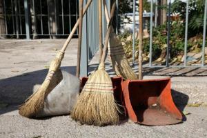 Την Δευτέρα 24ωρη πανελλαδική απεργία σχολικών καθαριστριών και καθαριστών