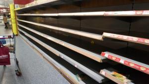 Σε πανικό οι Ιρλανδοί που περιμένουν την καταιγίδα «Έμμα»! Άδειασαν τα σούπερ μάρκετ [pics]