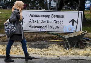 Σκόπια: Κατέβηκε η πινακίδα που οδηγεί στο αεροδρόμιο «Μέγας Αλέξανδρος» [pics]