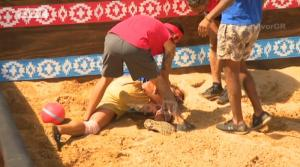 "Survivor: ""Πάγωσαν"" με τον τραυματισμό του Θεοδωρόπουλου! Σφάδαζε από τους πόνους, έφυγε με ασθενοφόρο…"
