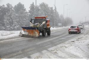 Θεσσαλονίκη: Χιονίζει στο κέντρο της πόλης – Σε επιφυλακή οι δήμοι – Πού υπάρχουν προβλήματα