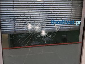 Έσπασαν βιτρίνα τράπεζας στη Θεσσαλονίκη [pics]