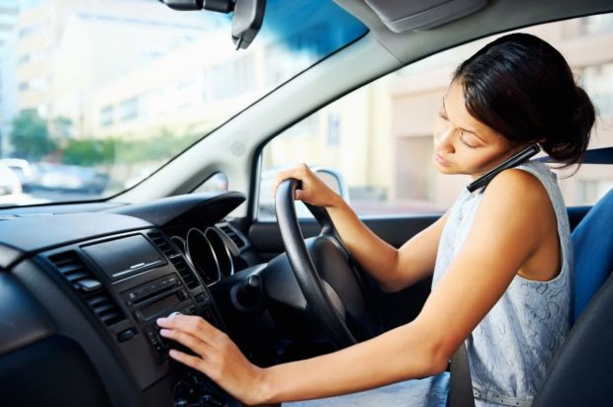 Η Γαλλία απαγορεύει τη χρήση κινητού μέσα στο αυτοκίνητο, ακόμη κι αν είναι σταματημένο! | Newsit.gr