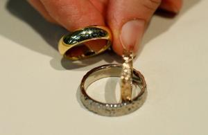 Αφορολόγητα τα χρήματα που εισπράττει ο ή η σύζυγος μετά το διαζύγιο