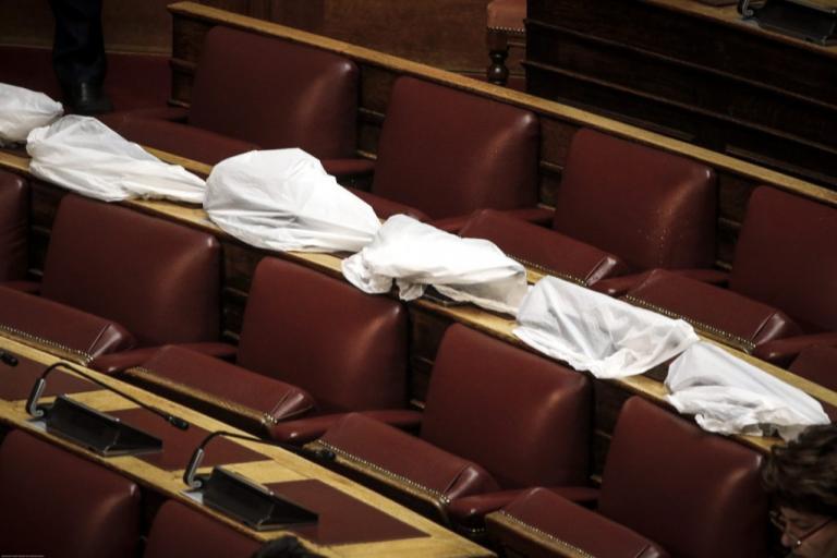 Έβαλε πάλι νερά η Βουλή – Μούσκεμα τα έδρανα [pics] | Newsit.gr