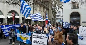 Έλληνες της Ελβετίας διαδήλωσαν για τη Μακεδονία – Γαλανόλευκο συλλαλητήριο στη Ζυρίχη [vids]
