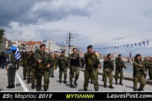 Μυτιλήνη: Οι φρουροί του Αιγαίου με τα πράσινα μπερέ εντυπωσίασαν ξανά – Οι εικόνες της παρέλασης [vid]