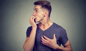 Κρίση πανικού: Συμπτώματα, διάρκεια και αντιμετώπιση σε 6 βήματα
