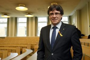 Ισπανία: Εντάλματα σύλληψης σε βάρος του Πουτζντεμόν και άλλων πέντε Καταλανών αυτονομιστών πολιτικών
