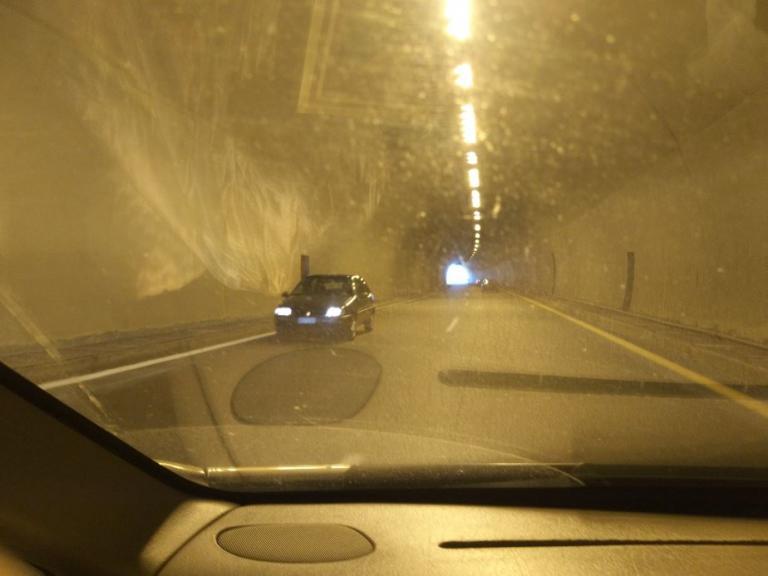 Εγνατία Οδός: Οδηγούσε ανάποδα στο τούνελ – Οι απίθανες σκηνές στο ρεύμα προς Βέροια [pics]