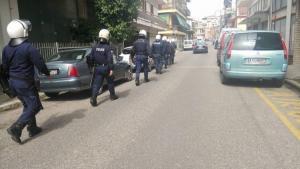 Αγρίνιο: Επεισόδια σε αντιφασιστική πορεία μαθητών – Προσαγωγές από την αστυνομία [pic, vid]