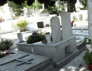 Κόρινθος: Τους λήστεψαν στο νεκροταφείο