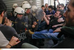 Πλειστηριασμοί: Απρόκλητη βία και καταστολή καταγγέλλει η ΛΑΕ [pics, vid]