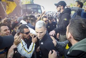 ΑΕΚ: «Τρελή» αποθέωση σε Χιμένεθ και παίκτες στο ξενοδοχείο! «Ντόπες» για ΠΑΟΚ [pics, vid]