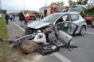 Ναύπλιο: Φονική σύγκρουση αυτοκινήτου με τρακτέρ – Ένας νεκρός και δύο τραυματίες [pics, vid]