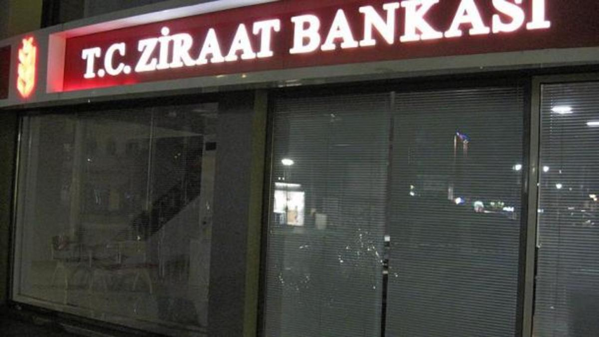 Κομοτηνή: Επίθεση με πέτρες σε τουρκική τράπεζα – Για 25 κουκουλοφόρους μιλούν τα τουρκικά ΜΜΕ!   Newsit.gr