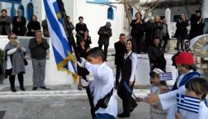 Νάξος: Η παρέλαση των 4 μαθητών τους έκανε να δακρύσουν – Οι εικόνες που θα θυμούνται για καιρό [pic, vids]