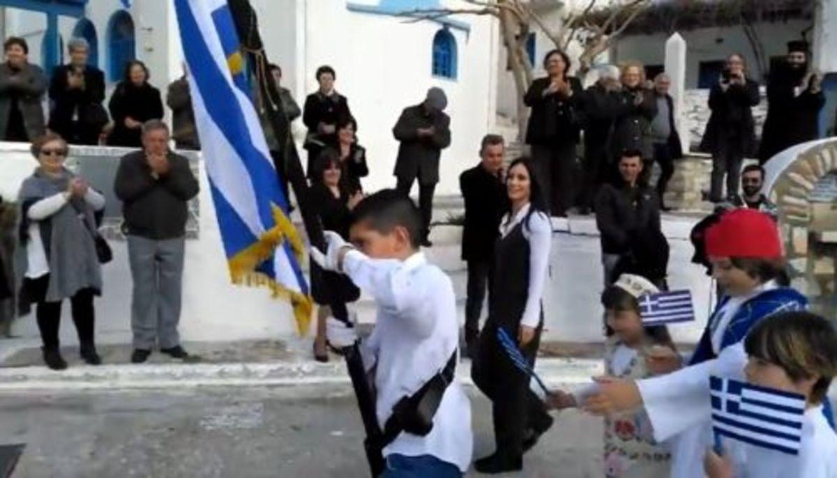 Νάξος: Η παρέλαση των 4 μαθητών τους έκανε να δακρύσουν – Οι εικόνες που θα θυμούνται για καιρό [pic, vids] | Newsit.gr