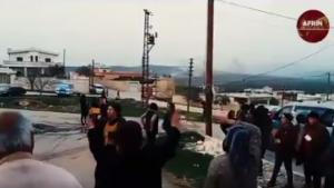 Οι Τούρκοι βομβαρδίζουν και οι Κούρδοι χορεύουν – Απίστευτη εικόνα από το Αφρίν [vid]