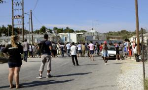 Λέσβος: Νέα διαμαρτυρία από πρόσφυγες στη Μόρια – Απειλούσαν να πέσουν στο κενό