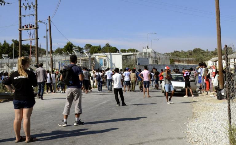 Λέσβος: Νέα διαμαρτυρία από πρόσφυγες στη Μόρια – Απειλούσαν να πέσουν στο κενό | Newsit.gr