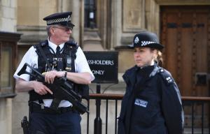 Ξανά σε συναγερμό για ύποπτο πακέτο στο βρετανικό κοινοβούλιο