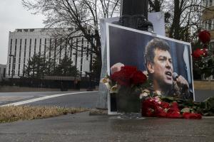 Αναμνηστική πλάκα για τον δολοφονηθέντα πολιτικό Μπορίς Νεμτσόφ