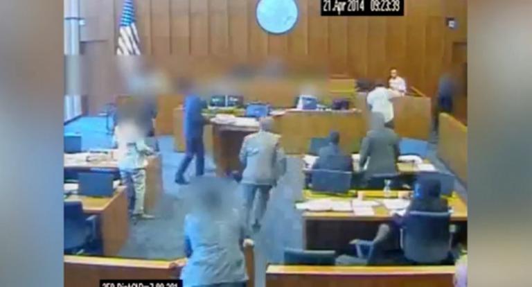 Σοκαριστικό βίντεο! Κρατούμενος επιτίθεται σε μάρτυρα και τον εκτελούν εν ψυχρώ | Newsit.gr