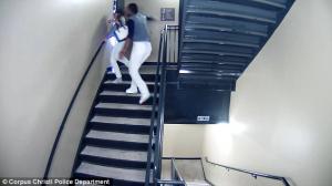 Σοκαριστικές εικόνες! Παίκτης του μπέιζμπολ ξυλοφορτώνει με μανία την κοπέλα του [vid]