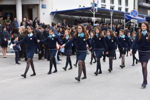 Λάρισα: «Η τελευταία παρέλαση με μνημόνια» – Μαθητές και στρατιώτες σε άψογους σχηματισμούς [pics, vid]