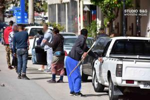 Ναύπλιο: Άγριο ξύλο σε διανομή τροφίμων – Χτυπήματα με καδρόνια και σιδηρολοστούς – Διεκόπη η διαδικασία [vids]