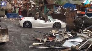 Πέταξαν ανασφάλιστη Ferrari στα παλιοσίδερα – Τρελάθηκε ο ιδιοκτήτης [vid]