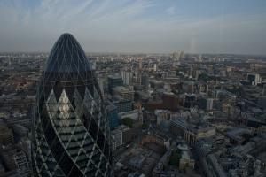 Λήξη συναγερμού στο Λονδίνο! Απέκλεισαν τον Πύργο Gherkin – Ελεγχόμενη έκρηξη σε ύποπτο πακέτο