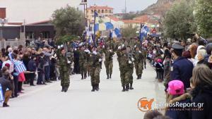 Λήμνος: Ψέλνουν τον εθνικό μας ύμνο και προκαλούν συγκίνηση – Η μεγάλη στρατιωτική παρέλαση [vids]