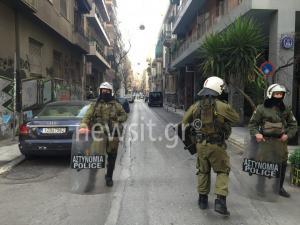Τριπλό ντου της Αστυνομίας σε καταλήψεις σε Εξάρχεια και Κουκάκι