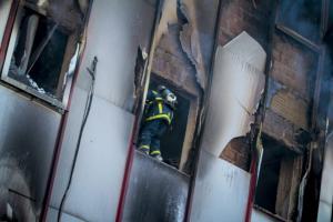 Φλόγες και στάχτη στην εφορία Λάρισας – Τεράστιες οι καταστροφές στο αρχείο της ΔΟΥ [pics]
