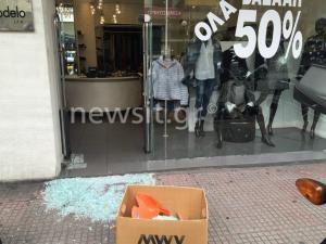 Έσπασαν καταστήματα και τα ΕΛ.ΤΑ στην Πατησίων – Ζημιές χιλιάδων ευρώ – Καταστροφές από την ΑΣΟΕΕ ως την Κοδριγκτώνος [pics – vid]