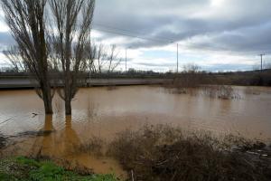 Πάνω από τα όρια συναγερμού παραμένει ο Εβρος – Έχουν πλημμυρίσει 45.000 στρέμματα
