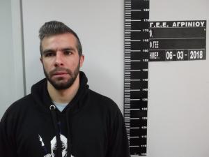 Αυτός είναι ο 30χρονος που συνελήφθη για αποπλάνηση μαθητών στο Αγρίνιο! [pics]