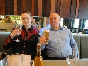 Χαροπαλεύει ο Ρώσος κατάσκοπος! Θρίλερ με το χημικό αέριο – Τους δηλητηρίασαν σπίτι