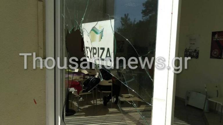 Γυαλιά καρφιά τα γραφεία του ΣΥΡΙΖΑ στη Θεσσαλονίκη από οπαδούς του ΠΑ...