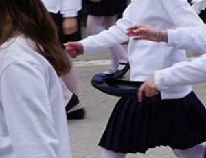Κομοτηνή: Η άτυχη στιγμή της μαθήτριας στην παρέλαση – Έμεινε με το παπούτσι στο χέρι [pics]