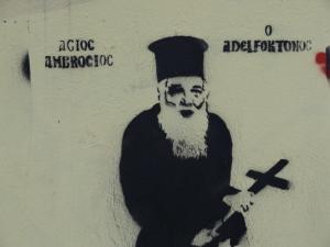 """Γέμισε η Ξάνθη με γκράφιτι… οργής για τον Αμβρόσιο! Τον """"εμφανίζουν"""" με φούστα και ζαρτιέρες [pics]"""