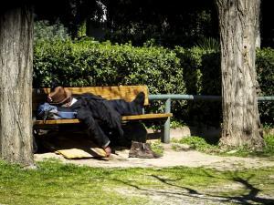 Υπουργείο Εργασίας: Οι άστεγοι μπορούν να λάβουν επίδομα ανεργίας