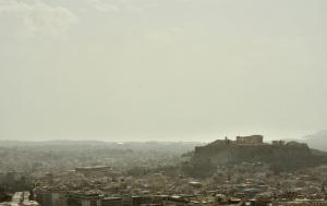 Καιρός – Αθήνα: Η βασίλισσα της σκόνης! Εντυπωσιακές εικόνες
