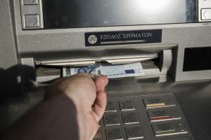 ΑΑΔΕ: «Έρχεται» μερική αποδέσμευση τραπεζικών λογαριασμών για όσους πληρώνουν τα χρέη τους
