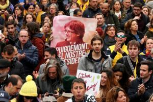 «Άσυλο στη Γερμανία σκέφτεται να ζητήσει ο Πουτζντεμόν» – Λαοθάλασσα στους δρόμους της Βαρκελώνης!