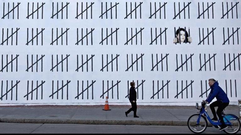 Ο Bansky επέστρεψε δυναμικά μετά από 5 χρόνια! Το συγκλονιστικό γκράφιτι για τη φυλακισμένη Ζέχρα Ντογάν | Newsit.gr